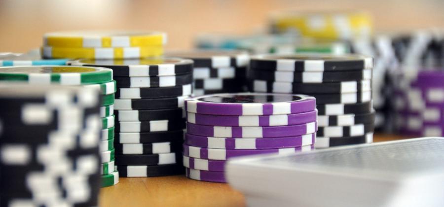 投稿画像 ポーカーの次の王になるためのトップ3のヒント 早送り - ポーカーの王者になるための3つの秘訣